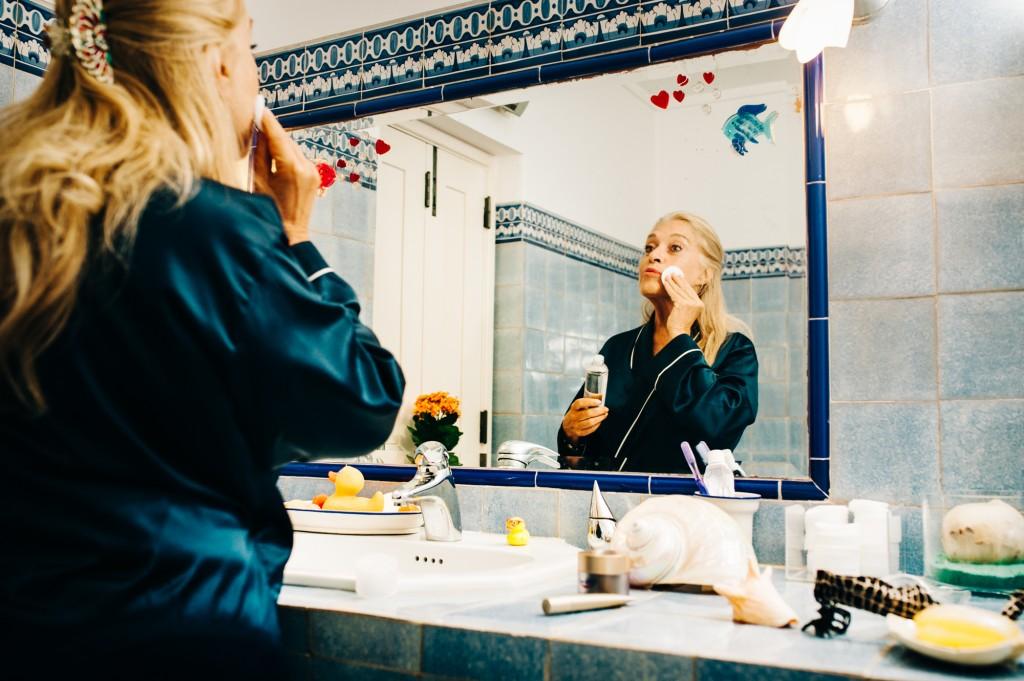Saiba como reduzir as rugas e a flacidez da pele - Eucerin DermatoCLEAN Solução de Limpeza Micelar 3 em 1