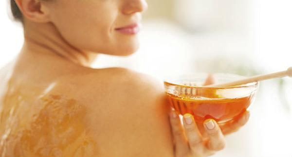 Usos surpreendentes do mel - USE PARA ESFOLIAR O ROSTO E O CORPO