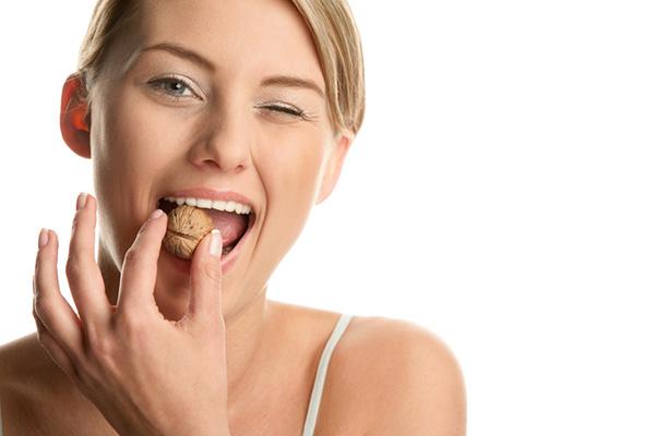 Boas razões para comer castanhas - : AJUDAM A TER OSSOS E DENTES SAUDÁVEIS
