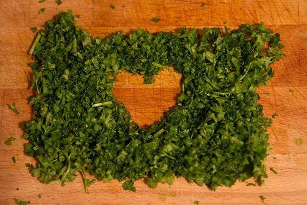 Benefícios da salsa - AJUDA A TER UM CORAÇÃO SAUDÁVEL