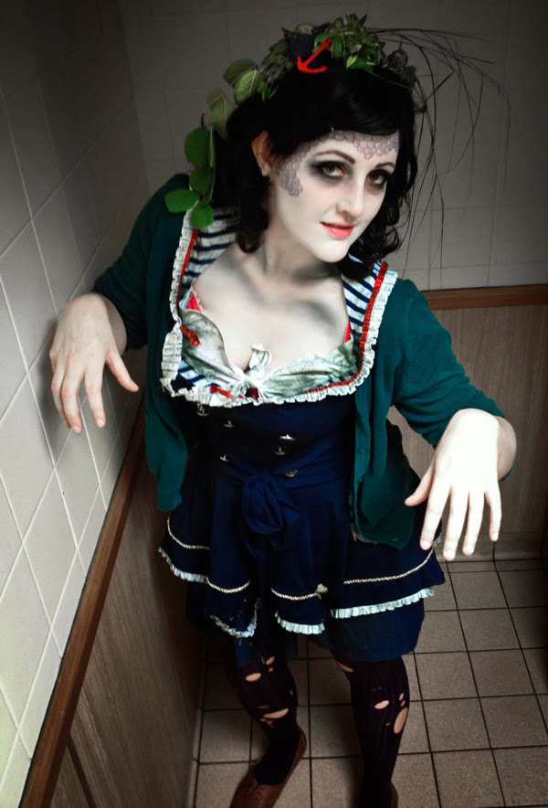 Disfarces de Halloween muito divertidos e assustadores - uma marinheira zombie
