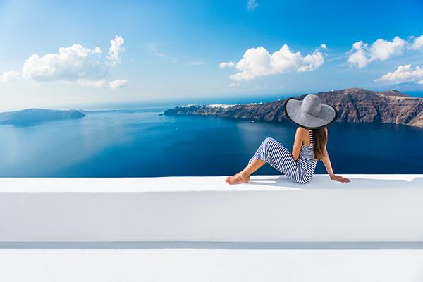 Estratégias para poupar dinheiro para as próximas férias - Aproveite a época baixa.