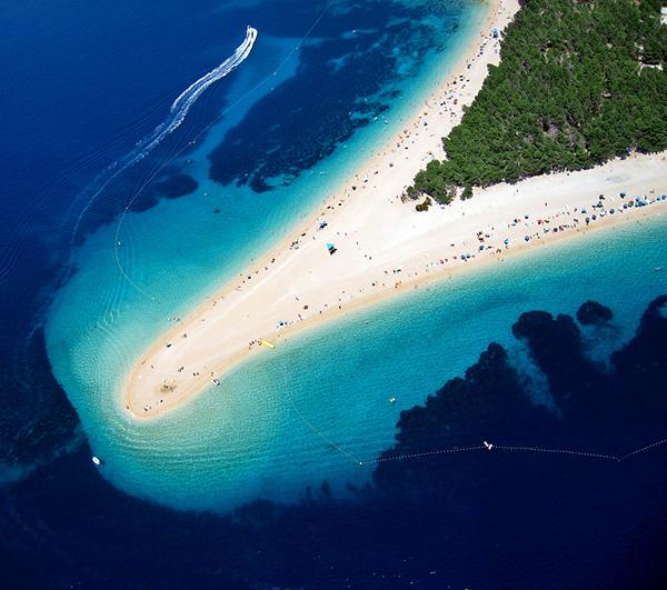 Praias lindas banhadas pelo Mediterrâneo - Praia Zlatni Rat, Bol – Croácia