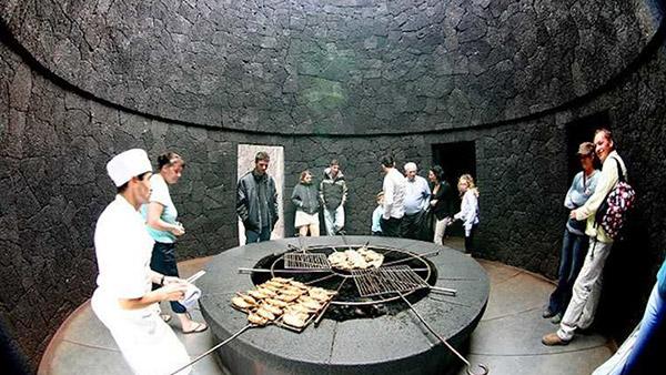 Restaurantes mais surpreendentes do mundo - neste restaurante a comida é grelhada num vulcão verdadeiro