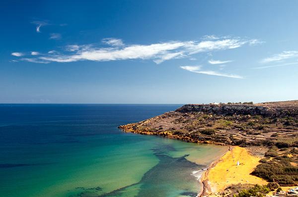 Praias lindas banhadas pelo Mediterrâneo - Baía de Ramla, Gozo – Malta