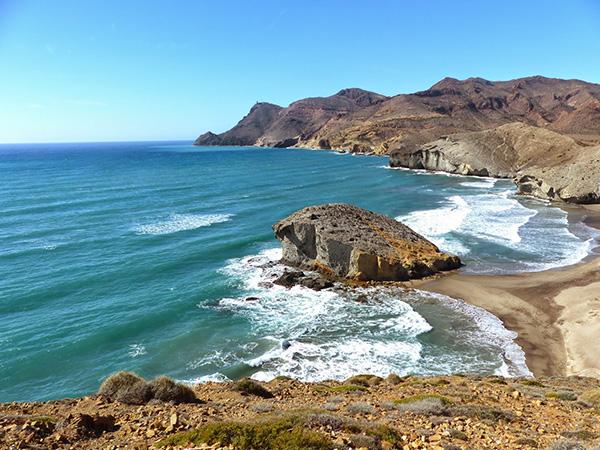 Praias lindas banhadas pelo Mediterrâneo - Praia do Cabo de Gata, Andaluzia – Espanha