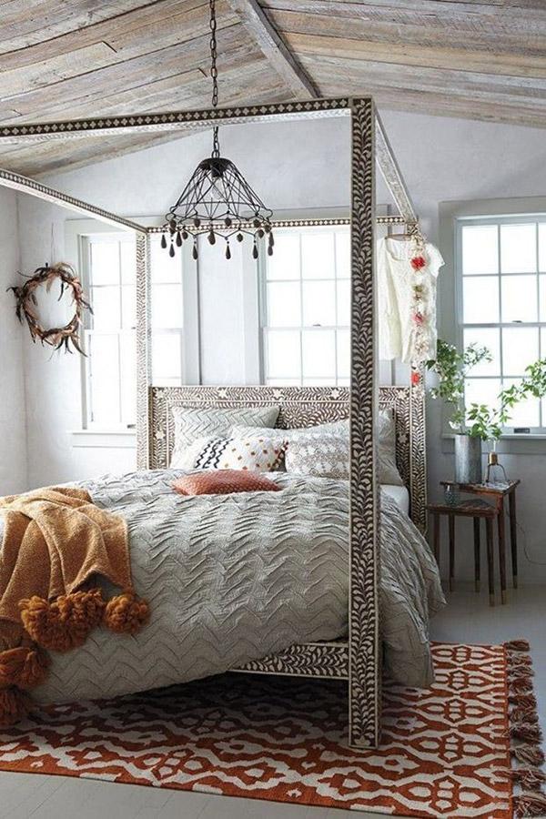 Decoração com mantas e almofadas - cama com dossel