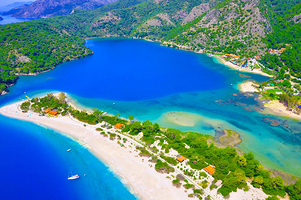 Praias lindas banhadas pelo Mediterrâneo - Costa Turquesa, Turquia