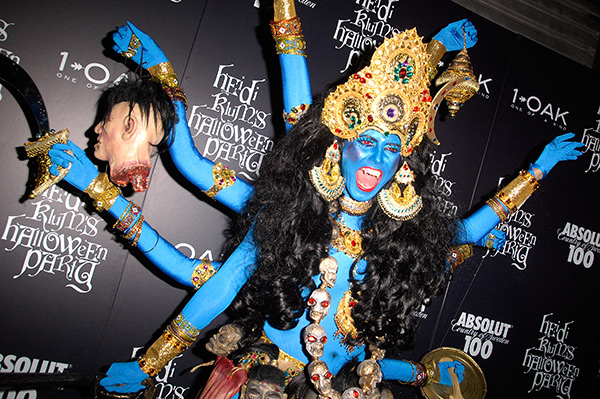 Disfarces de Halloween muito divertidos e assustadores - Heidi Klum como deusa Kali