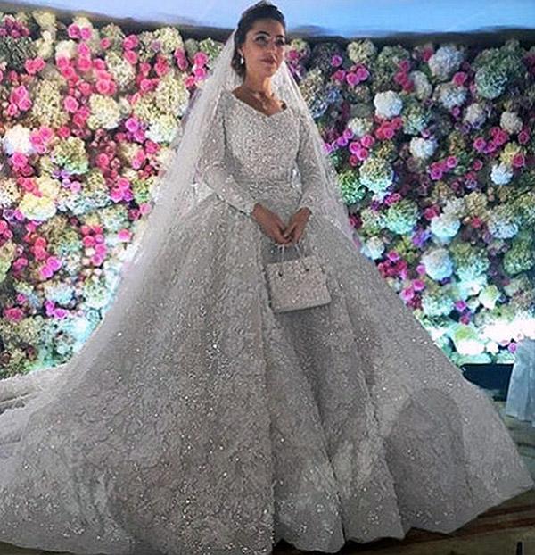 Watch Best Celebrity Wedding Dresses video
