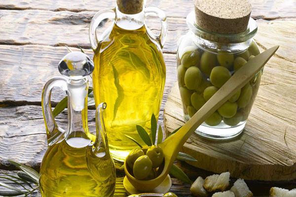 9 usos surpreendentes do azeite - Muito mais do que culinária