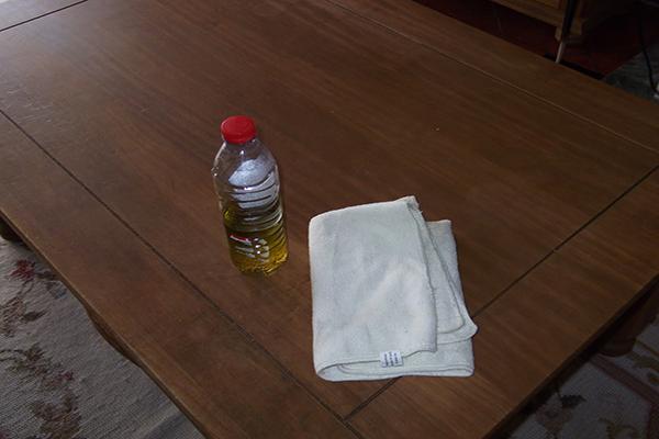 9 usos surpreendentes do azeite - limpa os móveis