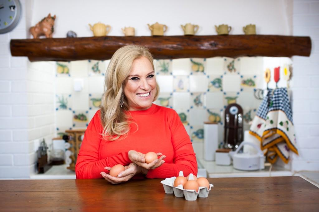 Dicas saudáveis - Conheça os benefícios dos ovos - PROMOVEM CABELO E UNHAS SAUDÁVEIS