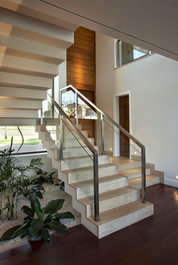 Jardins interiores - debaixo das escadas