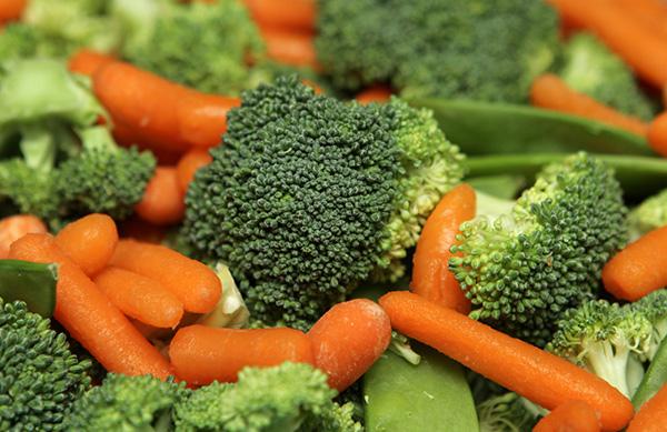 O frio chegou - 15 alimentos que fortalecem o sistema imunitário - Brócolos e cenouras