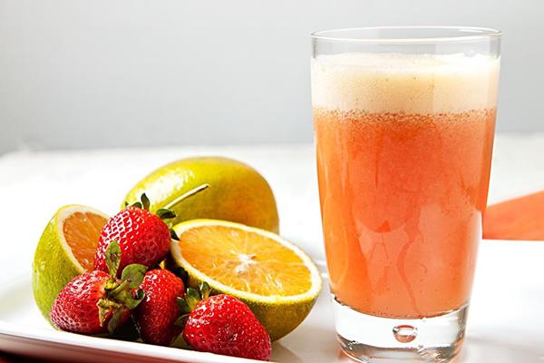 O frio chegou - 15 alimentos que fortalecem o sistema imunitário - Laranja, manga e morangos