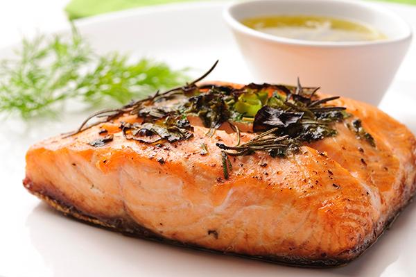 O frio chegou - 15 alimentos que fortalecem o sistema imunitário - Salmão e azeite