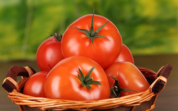 O frio chegou - 15 alimentos que fortalecem o sistema imunitário - Tomate