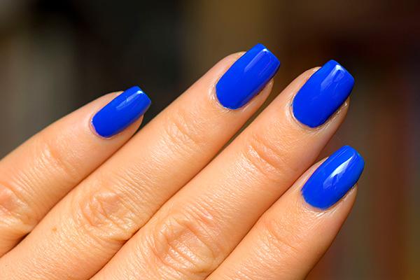 Cores de verniz que estão na moda este Inverno- azul