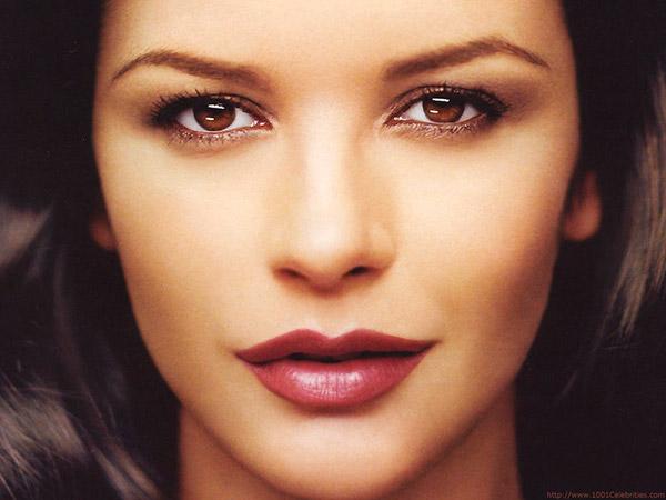 Descubra todos os truques de beleza das famosas – Catherine Zeta Jones