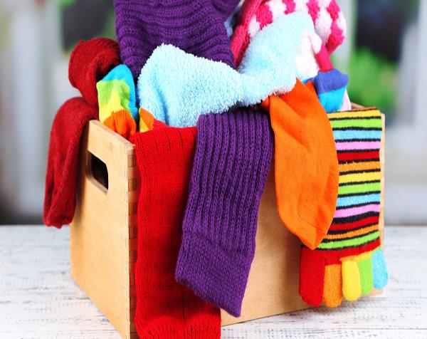 7 dicas para nunca mais perder as suas meias - Separe-as por cores