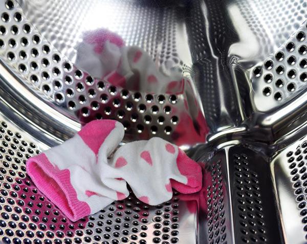 7 dicas para nunca mais perder as suas meias - Conte todas as meias que coloca na máquina