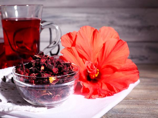 7 alimentos que ajudam a combater o frio - Chá de hibisco