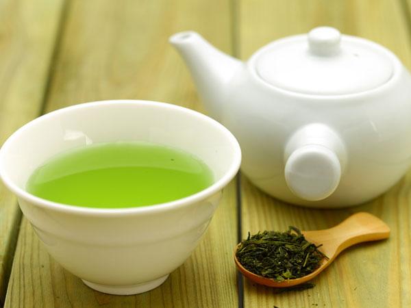 10 Alimentos que ajudam a secar a barriga - Chá verde