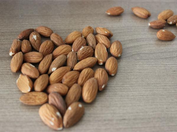 10 alimentos com propriedades afrodisíacas - Amêndoas