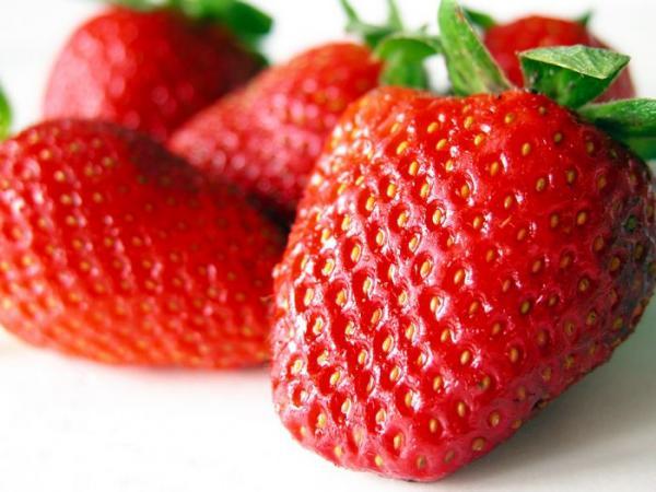 10 alimentos com propriedades afrodisíacas - Morangos