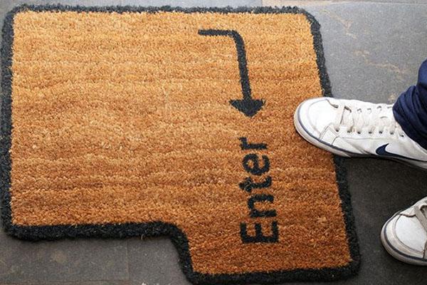 10 tapetes de entrada para sua casa - Com forma de tecla
