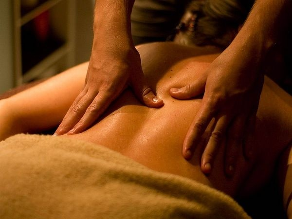 10 maneiras de prevenir as varizes - massagem