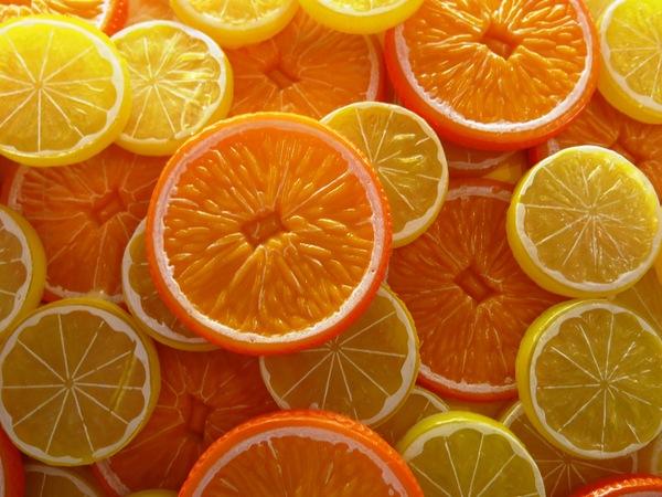 10 alimentos e cuidados para ter unhas fortes e bonitas - laranjas e limões