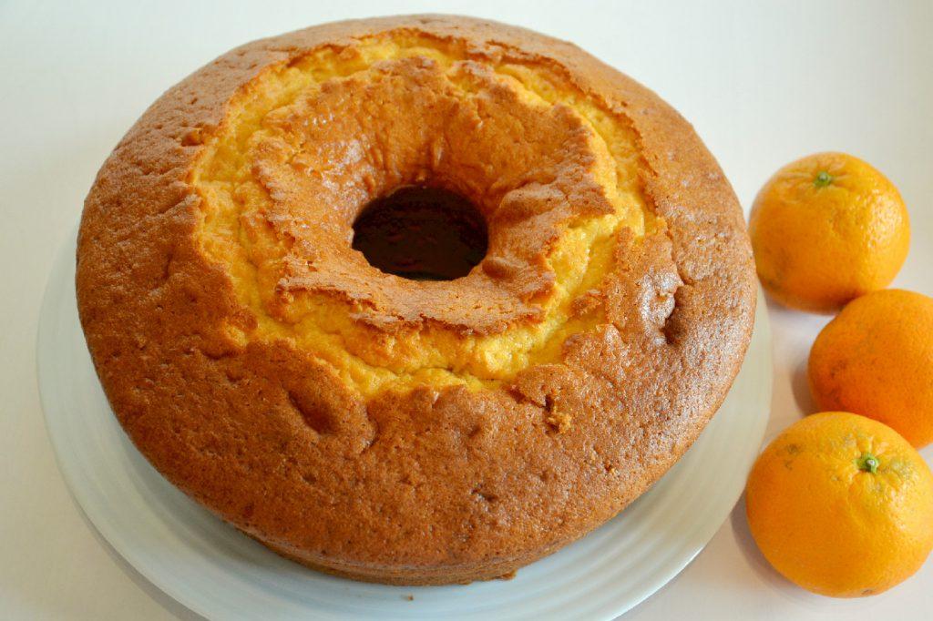 Receita de bolo de laranja e sementes com cobertura soalheira - Capriche nos bolos