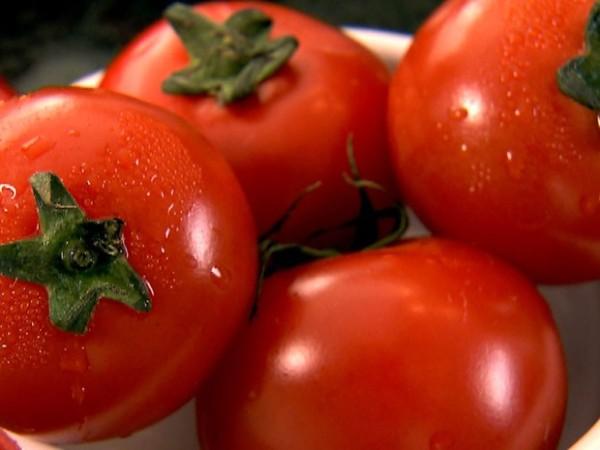 10 alimentos que não deve guardar no frigorífico - Ponha o tomate em local ameno