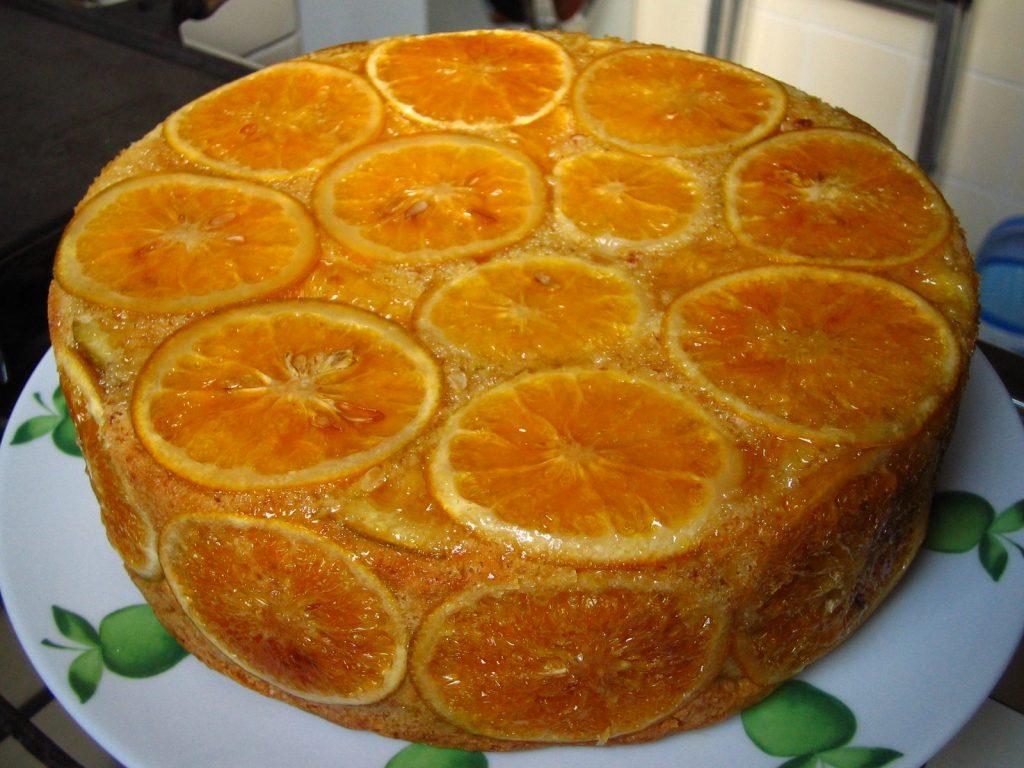 Bolo de laranja e sementes com cobertura soalheira - Crie coberturas alegres