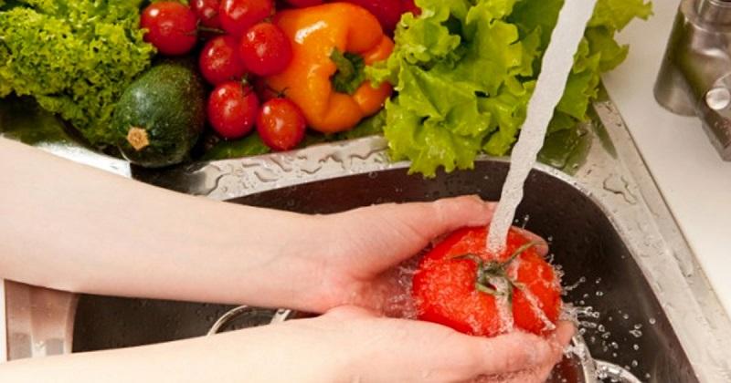 Não deite fora as cascas do limão - 10 bons truques - Desinfecta os alimentos