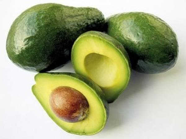 10 alimentos que não deve guardar no frigorífico - Evite pôr abacate verde no frio