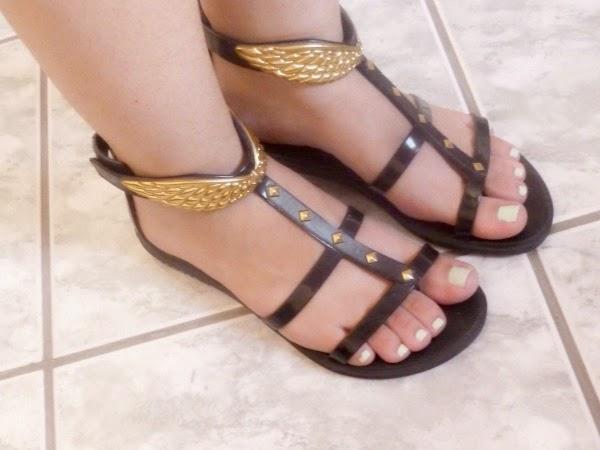 10 dicas para ter uns pés saudáveis e bonitos - Use sapatos arejados