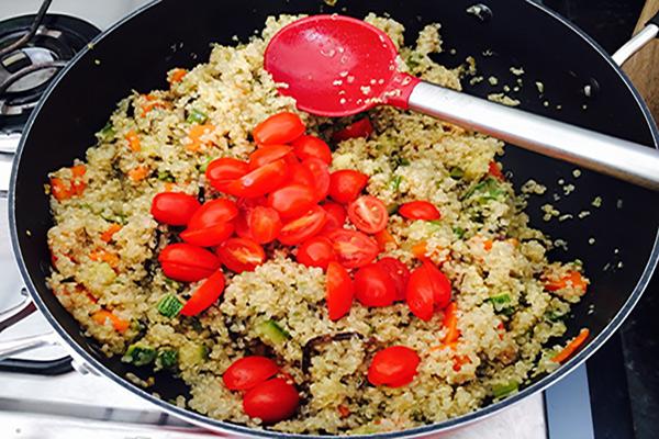 Quinoa, a proteína completa - 7 benefícios e receita - É amigo dos músculos