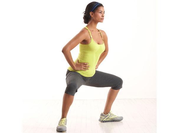 Exercícios para ter uns glúteos perfeitos- Agachamento de sumo