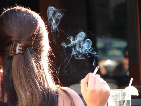 10 Dicas que retardam o aparecimento de rugas- fumar