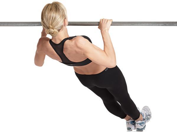 5 Exercícios para aumentar a firmeza do peito- Remada alta