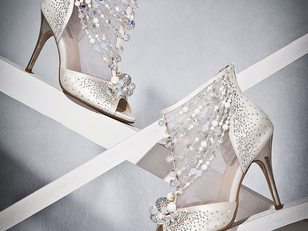 10 sapatos a que nenhuma mulher resiste- Sandália brilhantes