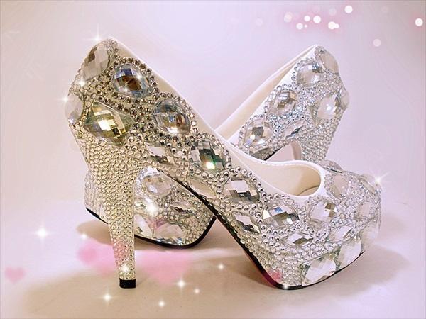 10 sapatos a que nenhuma mulher resiste- Sapatos de cinderela