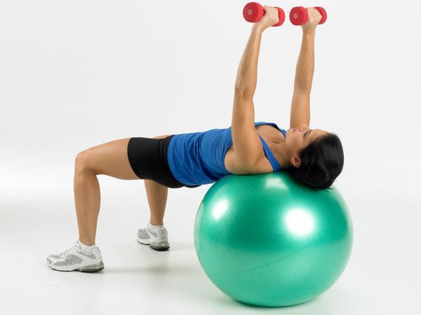 5 Exercícios para aumentar a firmeza do peito- Supino plano