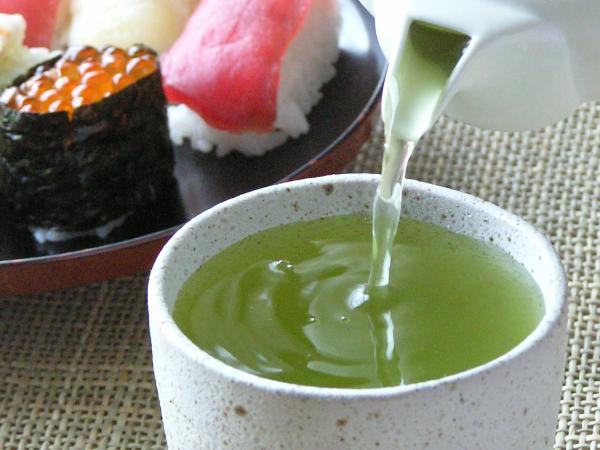 7 Benefícios do chá verde para a sua saúde - Retarda o envelhecimento