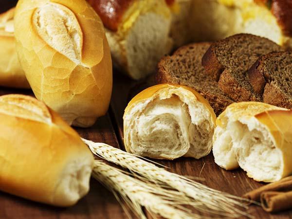 Descubra qual o tipo de pão adequado à sua dieta- Pão branco e integral