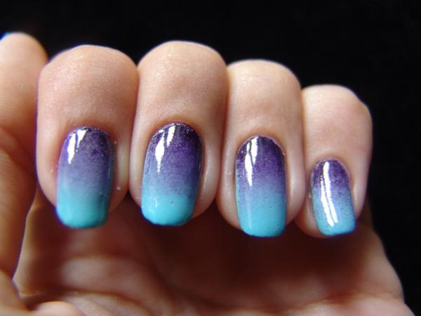 Unhas de gel amimadas para a Primavera/ Verão - Degradé de azuis
