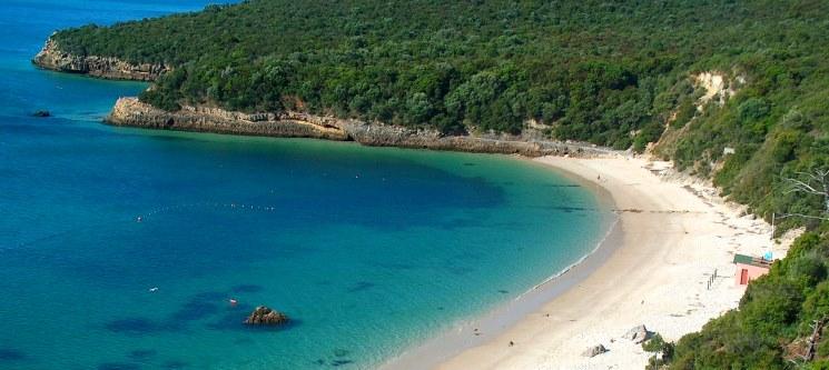 5 das mais belas praias ao redor de Lisboa - Portinho da Arrábida